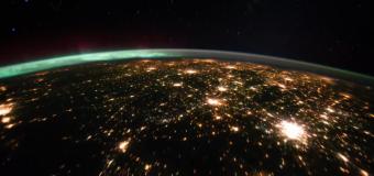 Сама в нощта: Изумителната красота на Земята
