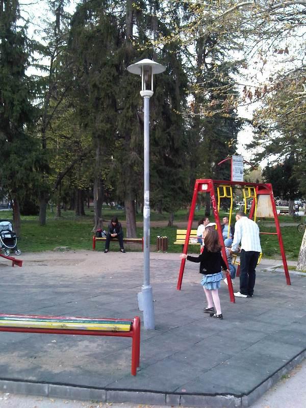 Детска площадка (3)
