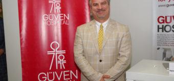 Проф. Д-р Гьокхан Яджъ консултира пациенти с диабет тип 2 и затлъстяване
