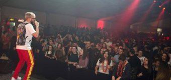 Криско, Тита, СкандаУ, Джена и Фики пяха на 3000 студента в Шатрата
