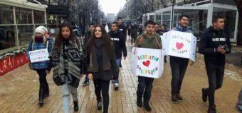 Ученици с топли прегръдки за софиянци по повод Международния ден на прегръдката