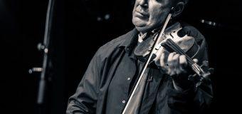 Виртуозният цигулар Найджъл Кенеди пристига в България за концерта си  на 21 септември в Пловдив – с кола!