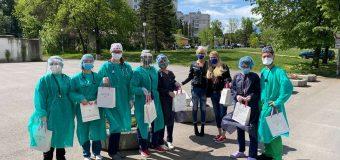 Дони Чачова и Ива Екимова в подкрепа на медиците от първа линия