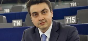Момчил Неков